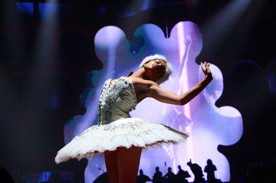Ballerina Girl - Symphonica in Rosso